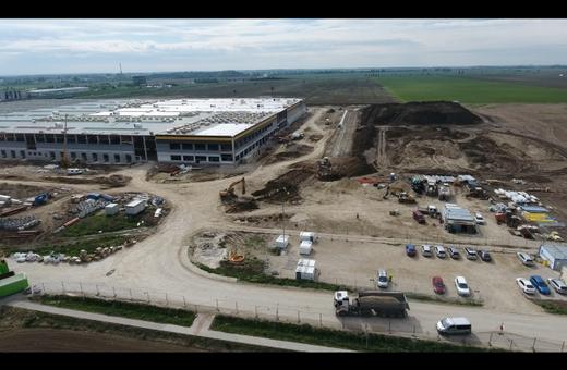 Výstavba logistického centra z dronu